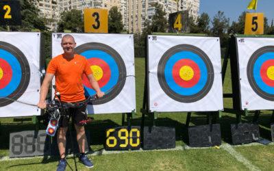 Sjef van den Berg grijpt Europees record outdoor